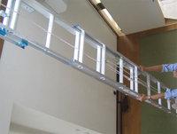 長梯子を最大限に伸ばして取り付け開始