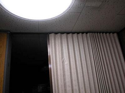 長年、使い込んだアコーディオンカーテン