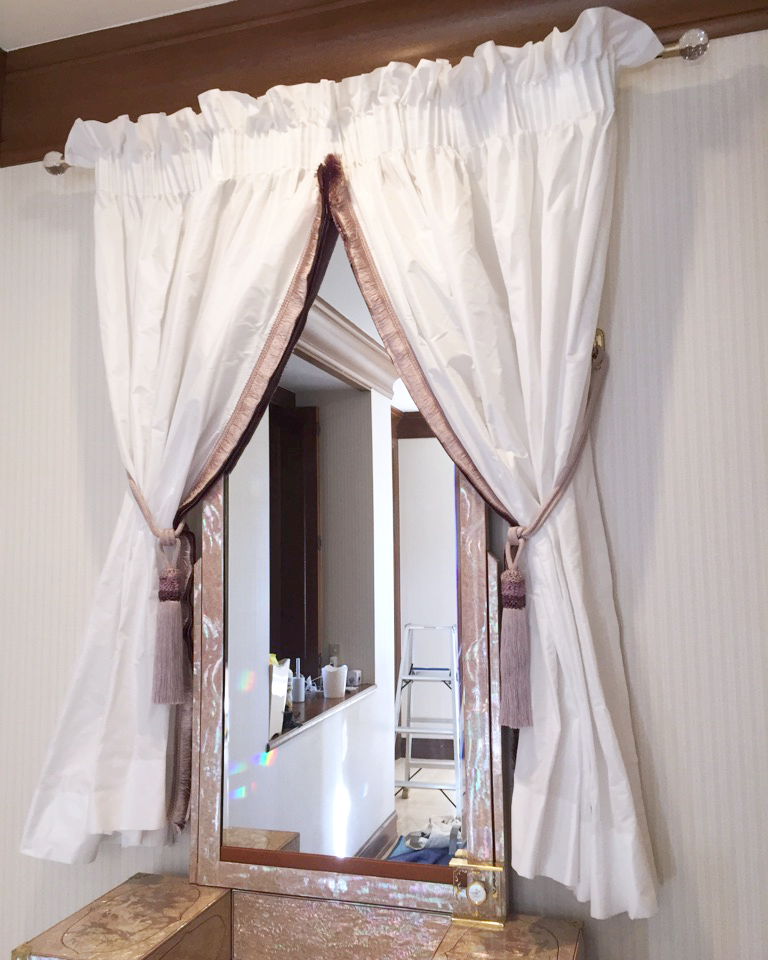 鏡台目隠しカーテンの施工事例